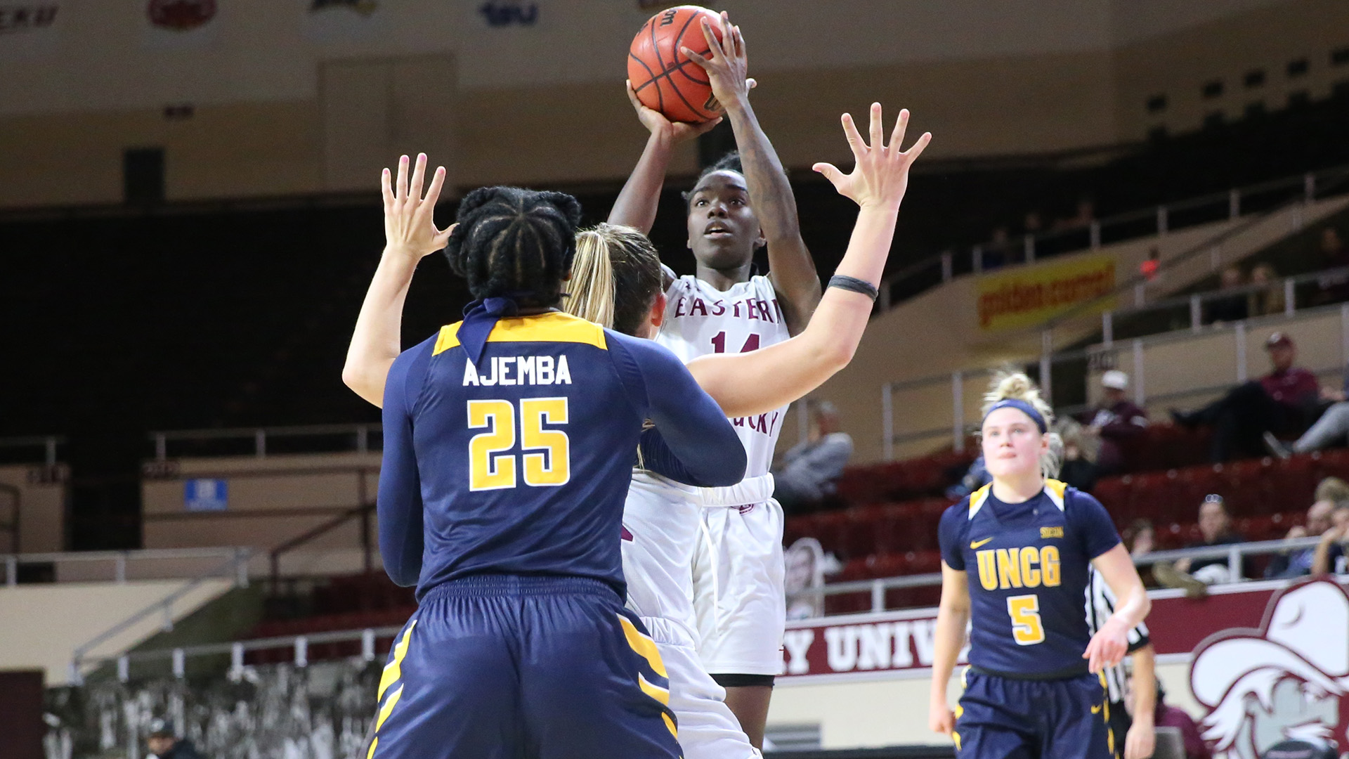 Solomon scores career-high, but women's basketball fall to Akron, 62-45